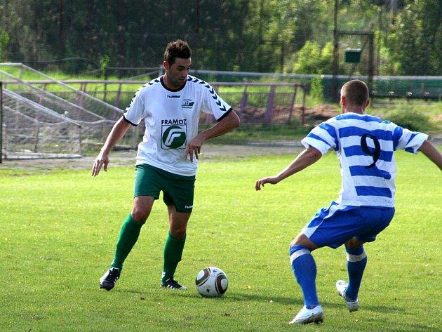 Jako ještě na jaře divizní účastník byl Framoz Rousínov pasován i Fortuna ligou na favorita zápasu krajského přeboru se Znojmem B. S fanoušky je zklamáno i nemálo i tipujících.