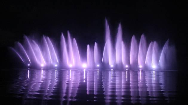 První hasičská fontána v Otnicích se vydařila