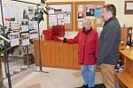 První voliči čekali před volební místnosti ve Vyškovské knihovně už o tři čtvrtě na dvě. Včetně Jitky Klementové, která chodí pravidelně volit mezi prvními.
