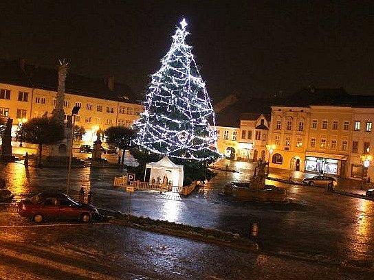 Vánoční strom na Masarykově náměstí ve Vyškově. Ilustrační foto.