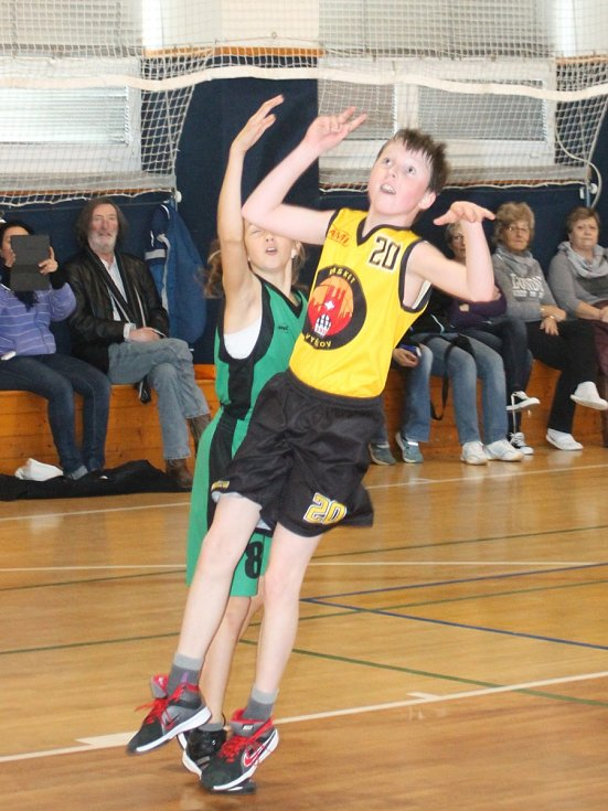 Syn herce Bolka Polívky Jan hraje basketbal ve Vyškově za nejmladší žáky U12. V sobotu hráli s Basket Kohouti Brno 46:27 a 36:37.