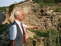 Torzo románské rotundy svatého Pantaleona z 12. století v Pustiměři se vedení obce rozhodlo zachránit svépomocí.