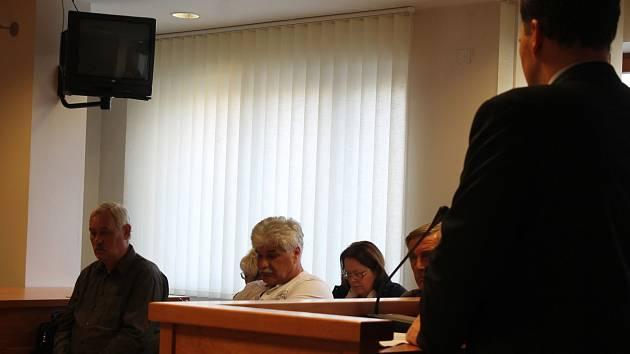 Hlavní líčení u Okresního soudu ve Vyškově, který řešil případ vykolejeného vlaku u Topolan. Ten se dostal až ke Krajskému soudu v Brně, který osvobodil muže, jenž měl v době nehody dovolenou. Ilustrační foto.