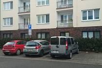 U domu s pečovatelskou službou v Ivanovicích na Hané zaparkují nově  i lidé z okolí.