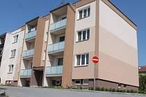 Kvůli drahým pozemkům přemýšlí obyvatelé bytových domů o žalobě.