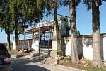 Opravy hřbitovní zdi.