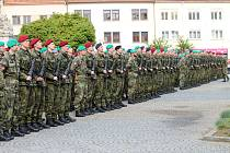 Ilustrační foto. Tak přísahám zaznělo na vyškovském Masarykově náměstí z úst téměř 570 nových příslušníků Armády České republiky v roce 2016.