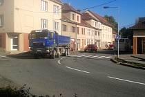 Stovky těžkých aut denně projížděly Vyškovem kvůli opravám dálnice D1.