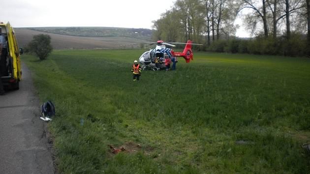Při havárii auta u Bošovic se zranili tři lidé.