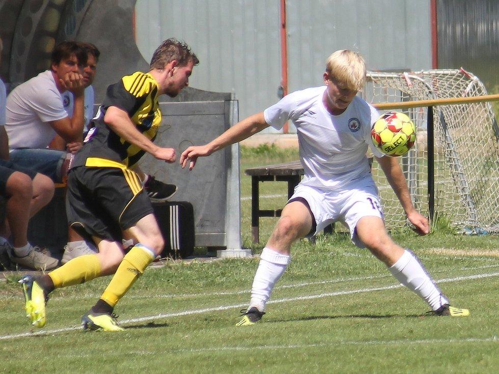 V generálce na start Moravskoslezské ligy remizovali fotbalisté MFK Vyškov (bílé dresy) v Nových Sadech 2:2.