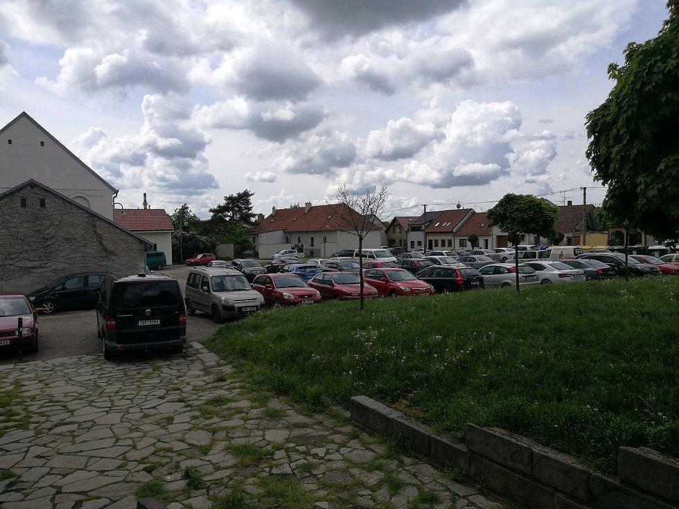Aktuální podoba Koláčkova náměstí. Foceno v květnu.