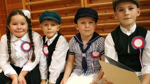 Oslavami 140 let od vzniku školy žili v neděli odpoledne v břeclavské městské části Charvátská Nová Ves. Ve sportovní hale se sešli někdejší zaměstnanci, žáci i představitelé města.