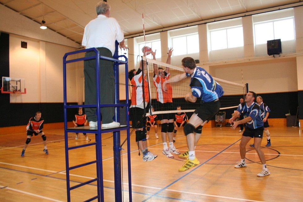 Volejbalové derby mezi Vyškovem (v modrém) a Dědicemi