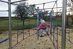 Nové dětské hřiště v Medlovicích. Další úpravy plánují na jaře.