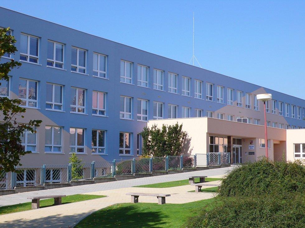 Základní a Mateřská škola Letní pole ve Vyškově.
