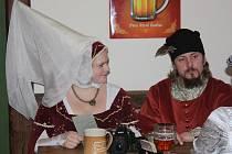 Korbelka patřila v sobotu večer historickému plesu. Kostým byl podmínkou.
