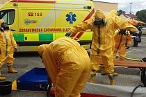 Zásah u pacienta s vysoce nakažlivou nemocí řešili ve středu hasiči z Vyškovska. Šlo o cvičení.
