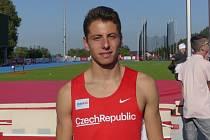 Dvojnásobný juniorský mistr České republiky ve skoku o tyči za rok 2020 Sebastian Hajzler z AK AHA Vyškov.