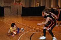 Vyškovští basketbalisté porazili na domácí palubovce Břeclav 61:44.