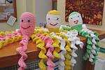 Knihovna Karla Dvořáčka vyzývá dobrovoníky k dalšímu vyrábění chobotniček pro předčasně narozené děti.