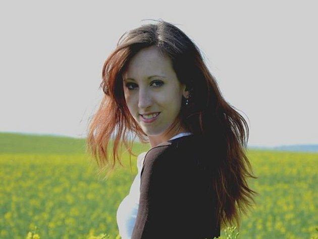 Devatenáctiletá Anna Taušová díky gymnastice procestovala řadu zemí, na gymnastických kláních dosáhla velkých úspěchů.