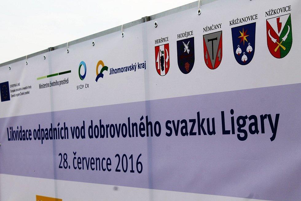Ve čtvrtek se čistírna odpadních vod pěti obcí dobrovolného svazku Ligary dočkala slavnostního otevření.
