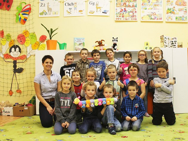 Žáci 1.B ze ZŠ Drnovice spaní učitelkou Hanou Špaňhelovou.