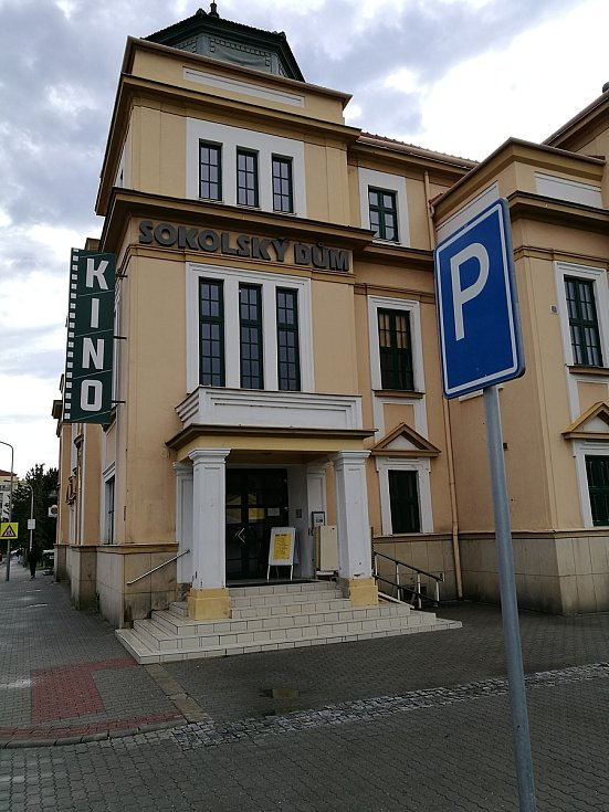 Kino Sokolský dům.