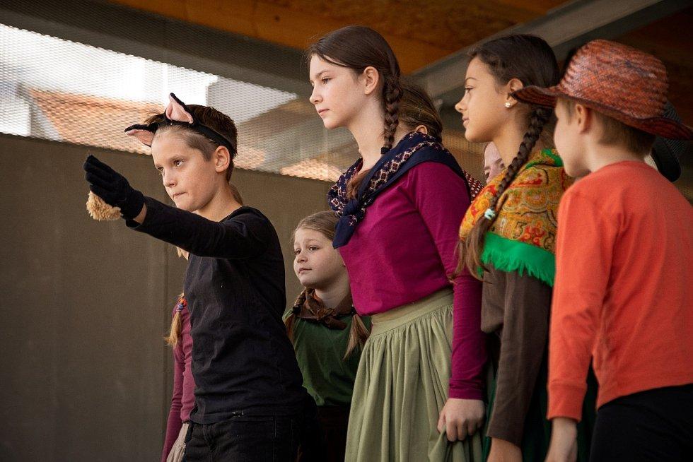 Festival zahájili nejmladší DAVAci s představením Kocour v botách.