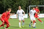 Potřetí a poprvé vítězně se během roku a půl fotbalisté MFK Vyškov (bílé dresy) utkali se staršími dorostenci Zbrojovky Brno. V Řečkovicích se radovali z výhry 4:1.