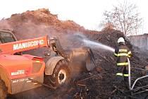 Požář skládky v Šaraticích.
