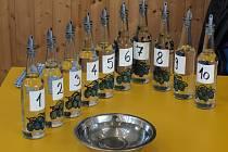 Návštěvníci ochutnávali v sobotu v Habrovanech na třinácté Slivoviciádě šest desítek vzorků pálenek.