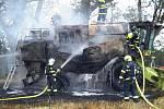 K požáru kombajnu v Ivanovicích na Hané na Vyškovsku vyrazily v pondělí v podvečer čtyři jednotky hasičů.