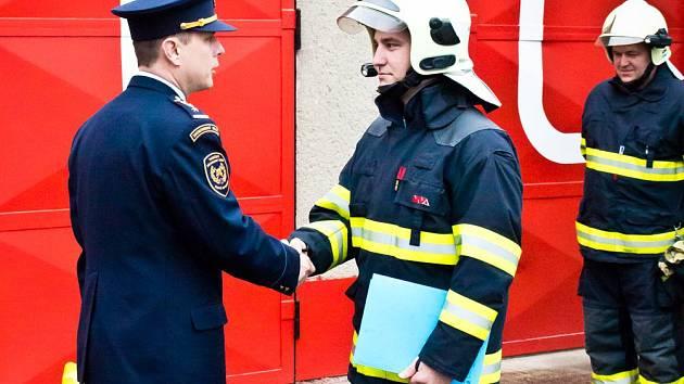 Jana Dvořáčka ocenili za statečnost přímo před jeho stanicí ve slavkově u Brna.