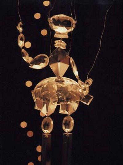 Jeden ze závěsných objektů výtvarnice Marie Jiráskové.