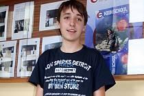 Šestnáctiletý gymnazista David Pecl jako jeden z mála kluků zpívá ve vyškovském studentském sboru Re-canto.