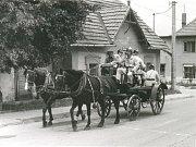 Ruční stříkačka tažená koňmi (80. léta).