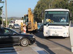 Složitá dopravní situace na ulici Purkyňova ve Vyškově kvůli její opravě.