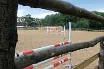 Opravená ohrada od nynějška bude moci sloužit nejen drezurám a parkuru ale také westernovým závodům.
