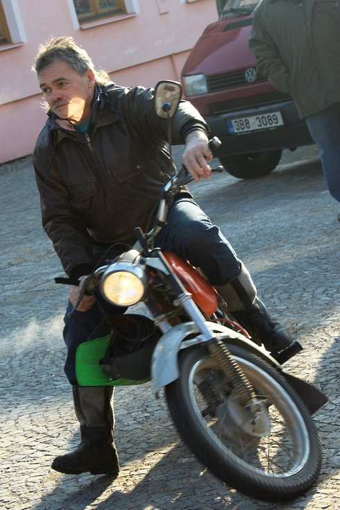 Nejvíc sice bylo na bučovickém náměstí Svobody slyšet čtyřkolky, dorazilo ale i několilk motorkářů. Kromě nich si akci užívaly i děti, které jezdci povozili.