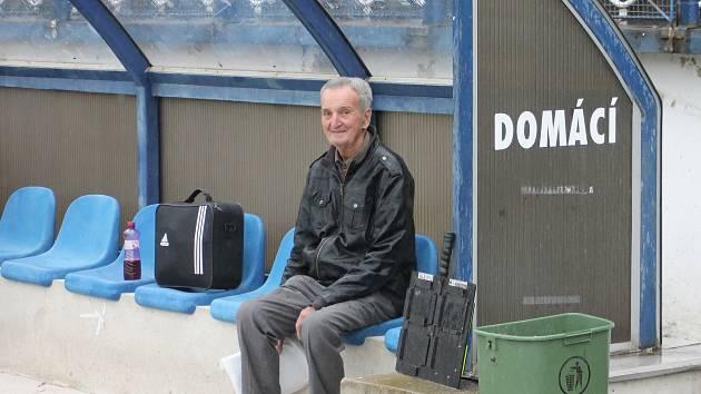 Po celé působení fotbalistů Drnovic ve vyšších soutěžích byl kustodem týmu Arnošt Pilát.