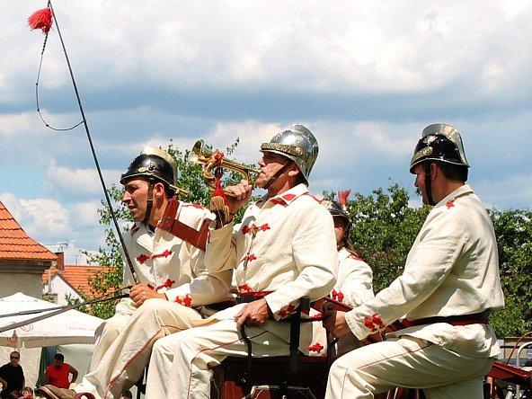 Jak dřív vypadal život na venkovně přiblížili dobrovolníci na hrušeckých humnech, kde uspořádali první ročník Hrušeckého hospodářského dne.
