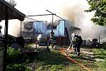 Plechová garáž u jednoho z rodinných domů v Ivanovicích na Hané na Vyškovsku se v úterý odpoledne proměnila v ohnivou výheň.
