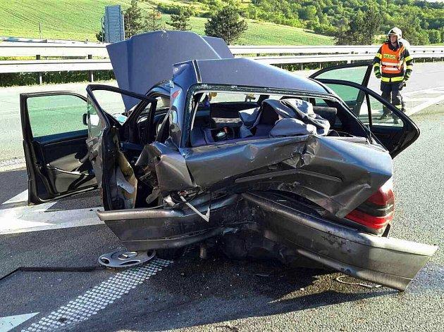 Nehoda na dálnici u Rousínova.