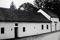 V období vlády totalitního režimu sloužil takzvaný rodný domek Klementa Gottwalda jako expozice. Historikové nicméně uvádějí, že dodnes není stoprocentně jisté, kde přesně v Dědicích přišel Gottwald na svět.
