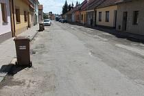 Poslední třetina Smetanovy ulice ve Slavkově, kterou čeká oprava.