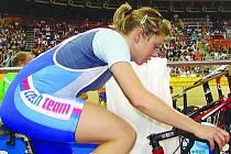 Lada Kozlíková se v Číně představila na dvou tratích. Lépe jí nakonec vyšla podle papírových předpokladů její slabší disciplína, stíhací závod. V bodovacím závodě chtěla zamířit výš.