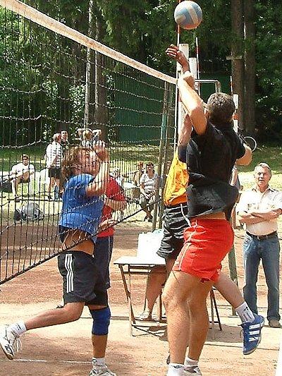 V konání letních volejbalových klání pokračoval Luleč. Ten se pyšní vždy kvalitní účastí.