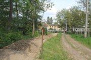 Město začalo na soukromém pozemku Jiřího Krutílka s bagrováním.