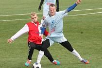 V přípravném utkání na vlastním umělém trávníku porazili fotbalisté MFK Vyškov (v modrém) Moravskou Slavii Brno 4:1.